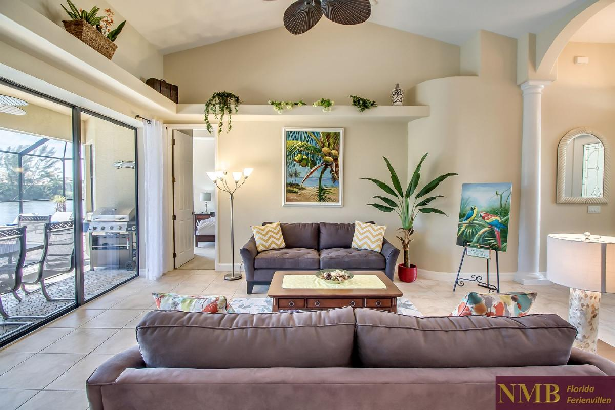 Ferienhaus-Sea-Pearl-Cape-Coral_Formal_Living_Room