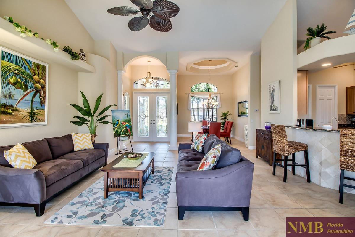 Ferienhaus-Sea-Pearl-Cape-Coral_Formal_Living_Room_1