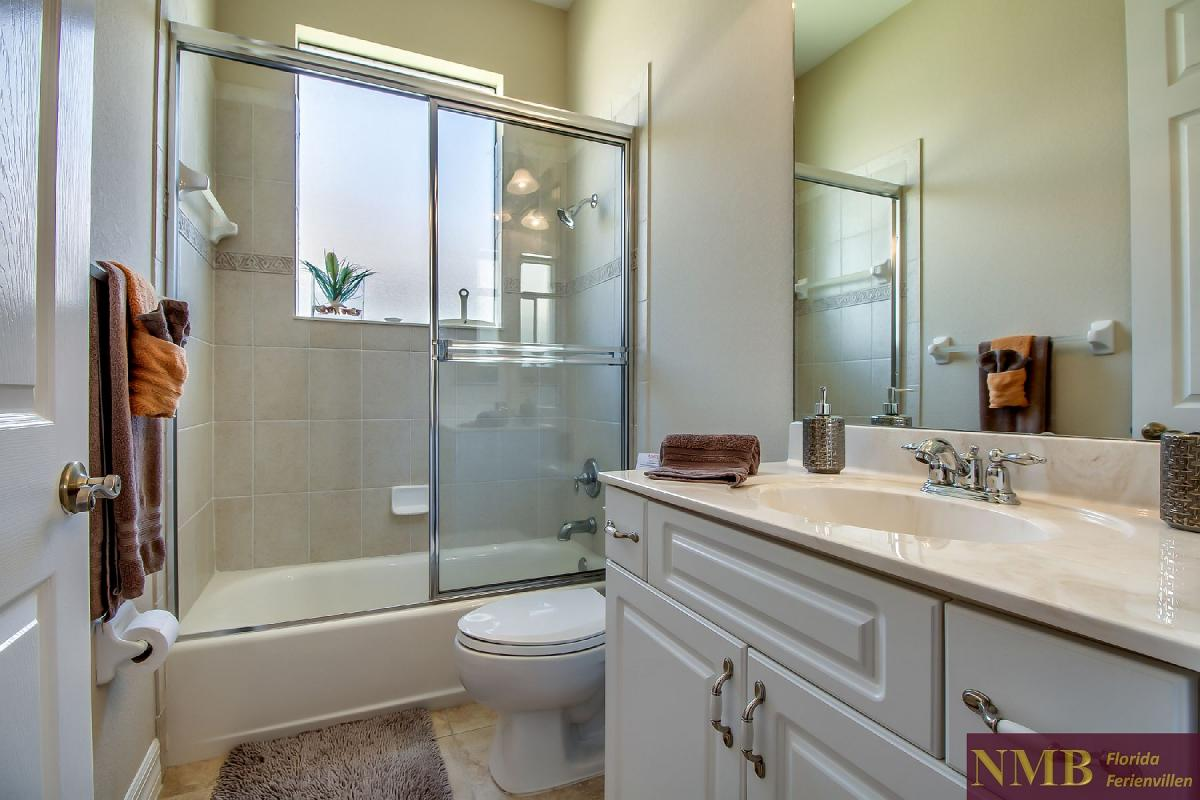 Ferienhaus-Sea-Pearl-Cape-Coral_Guest_Bathroom