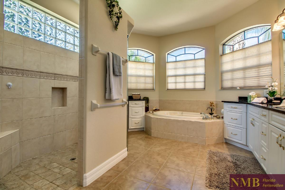 Ferienhaus-Sea-Pearl-Cape-Coral_Master_Bathroom_2