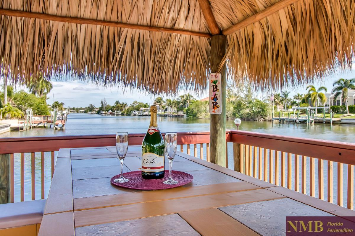 Ferienhaus-Sea-Pearl-Cape-Coral_Tiki_bar