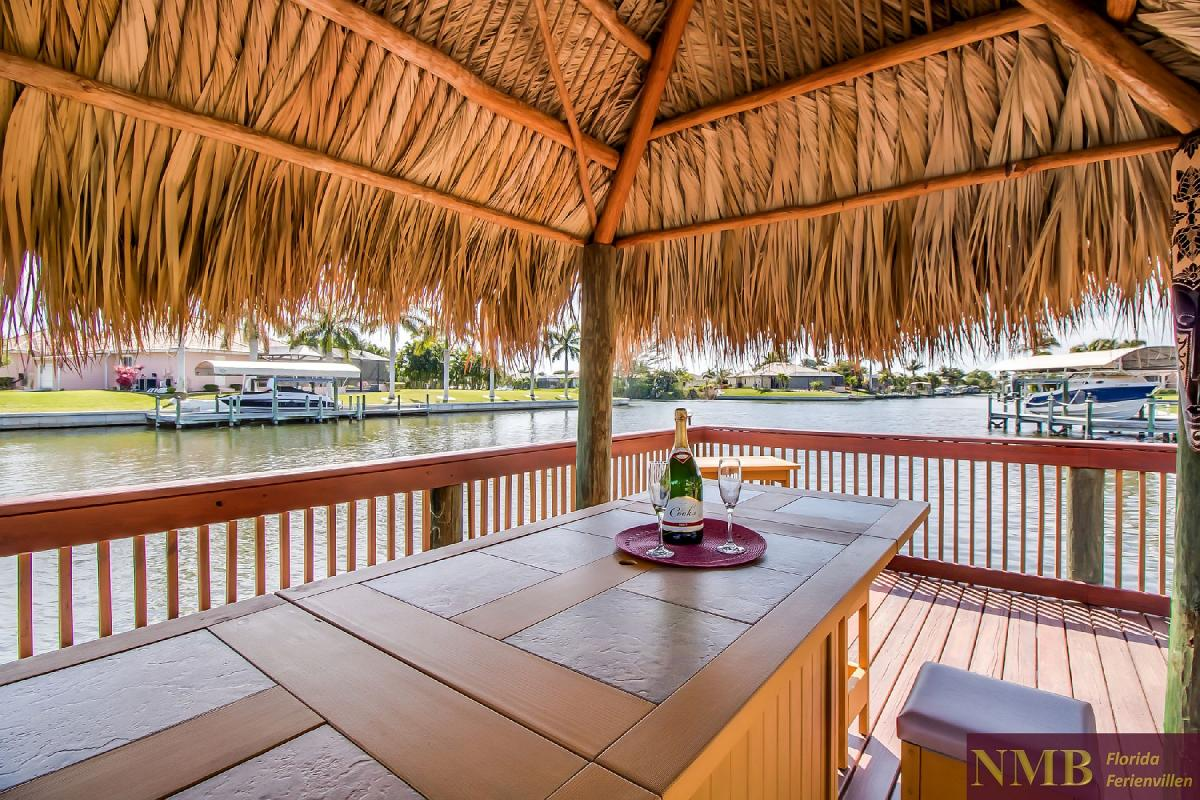 Ferienhaus-Sea-Pearl-Cape-Coral_Tiki_bar_2