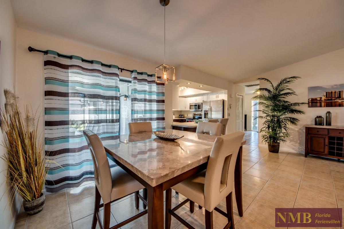 Vacation Home Lions Garden_Dining_Room_1
