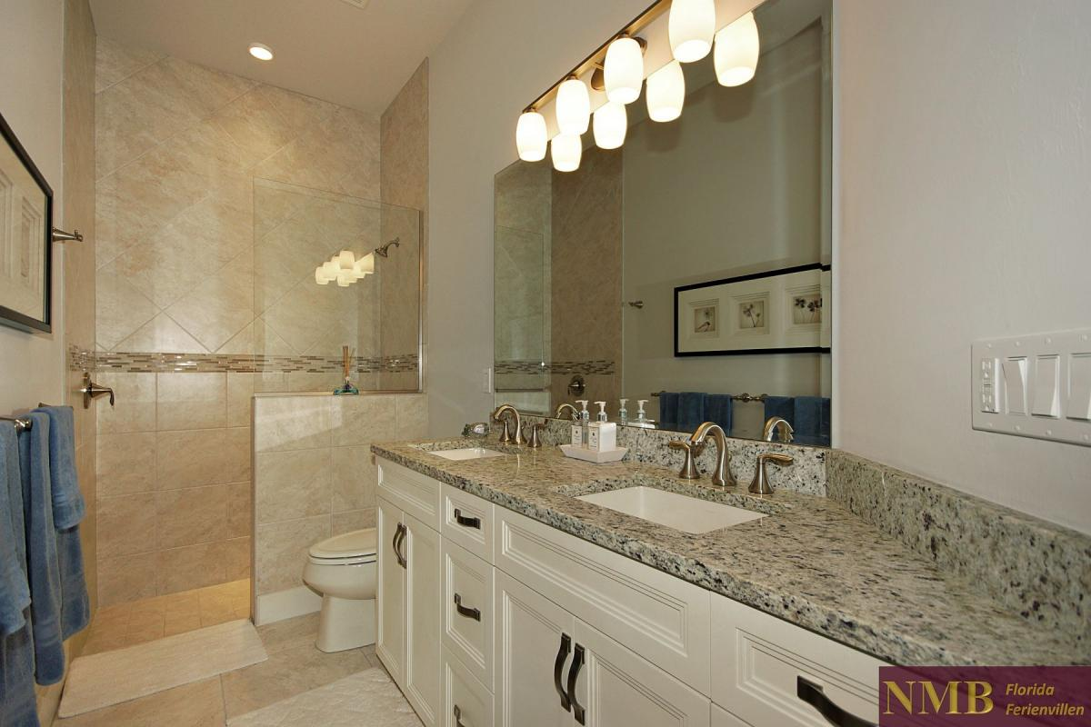 Ferienhaus-Royal_Palace-Cape_Coral-guest-bath-01
