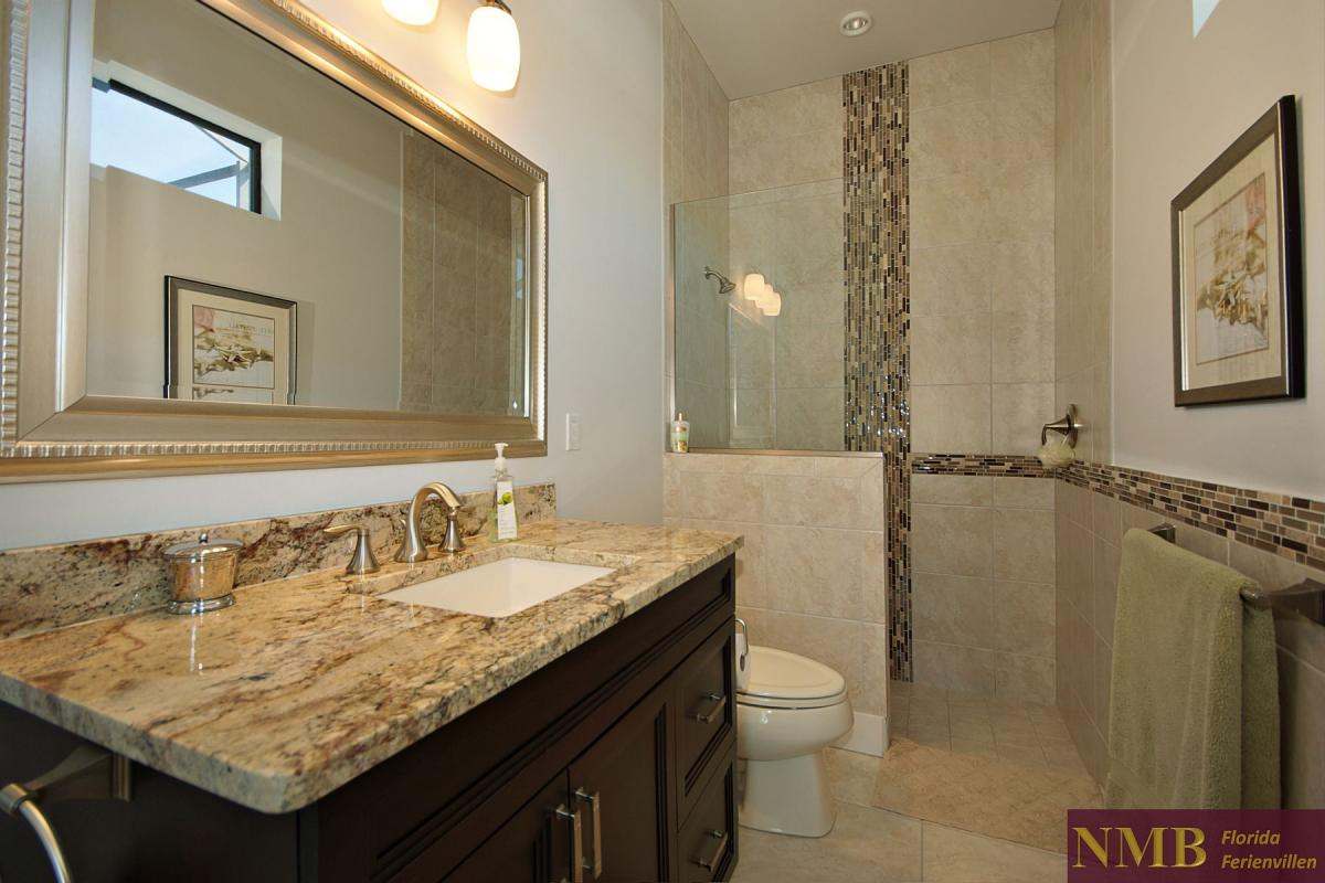 Ferienhaus-Royal_Palace-Cape_Coral-guest-bath-02