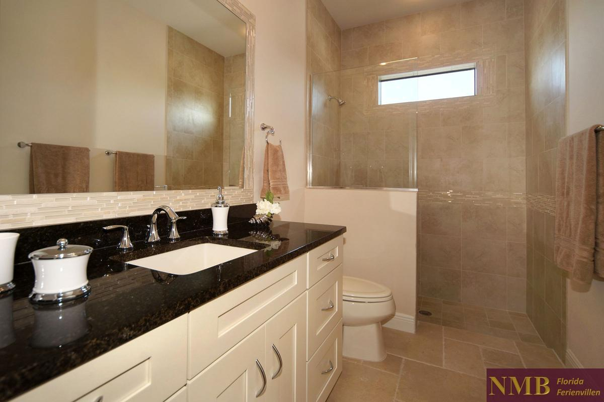 Ferienhaus-Palm_Breeze-Cape_Coral-guest-bath-01