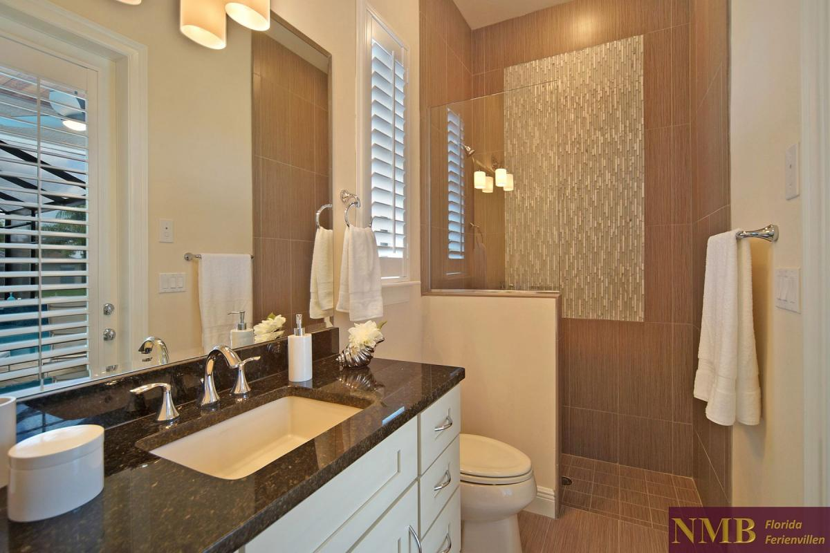 Ferienhaus-Palm_Breeze-Cape_Coral-guest-bath-02