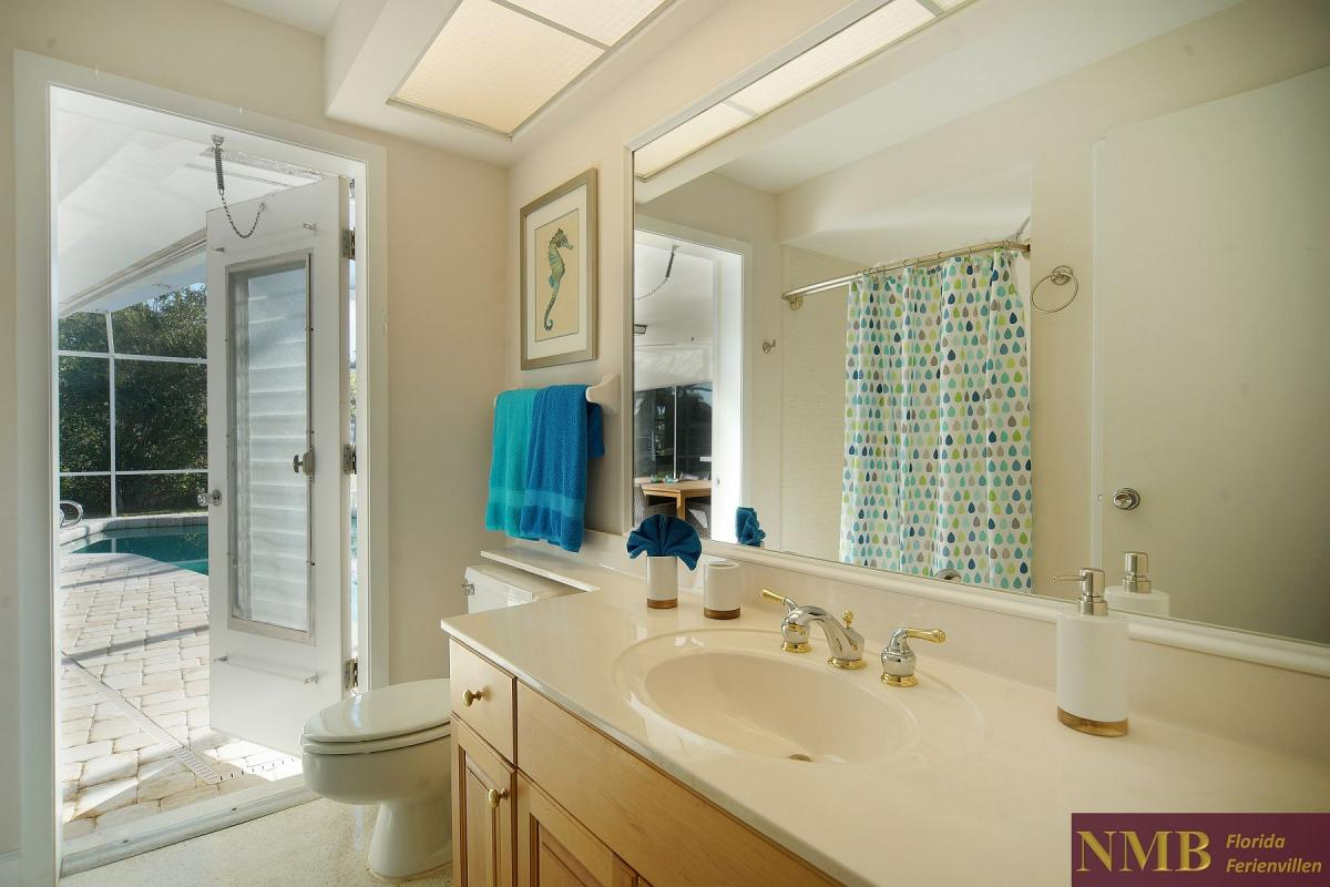 Ferienhaus_Cape_Coral_Sandy-Beach-guest-bath-01