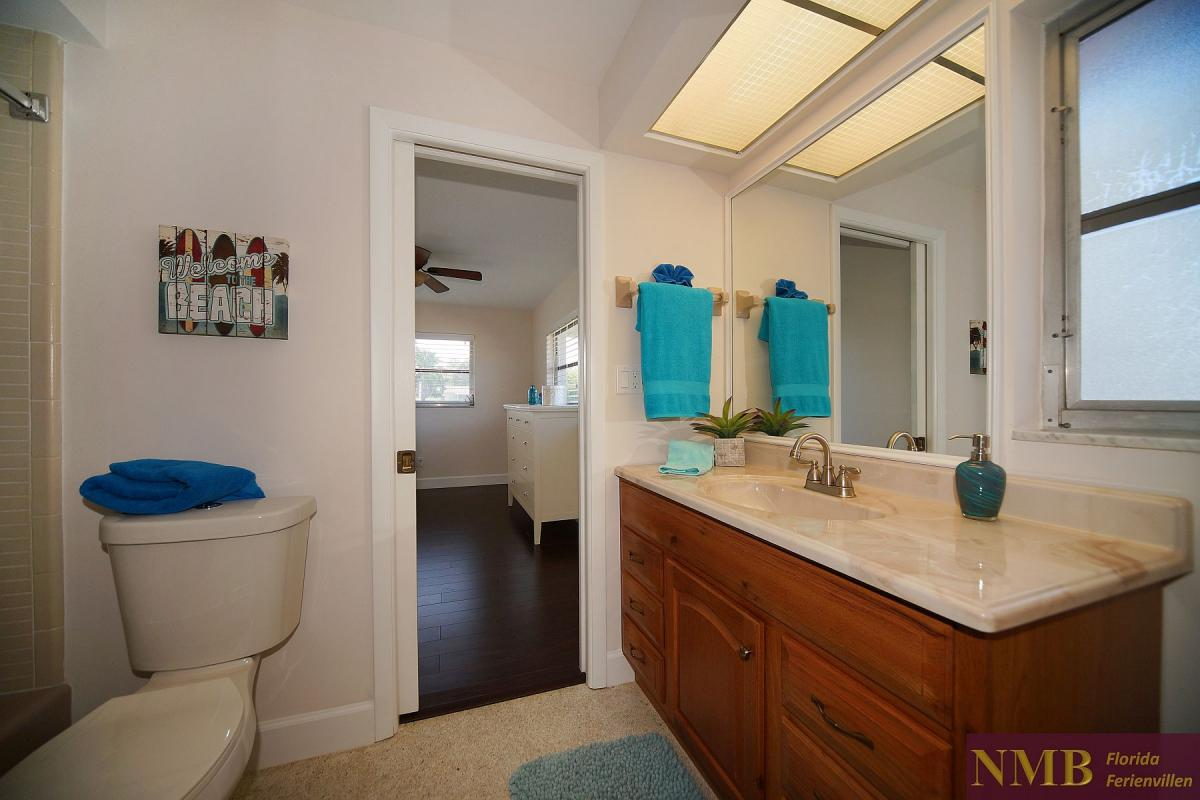 Ferienhaus_Cape_Coral_Sandy-Beach-guest-bath-02