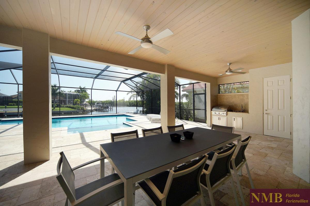 Ferienhaus_Cape_Coral_Infinity-outdoor-dining