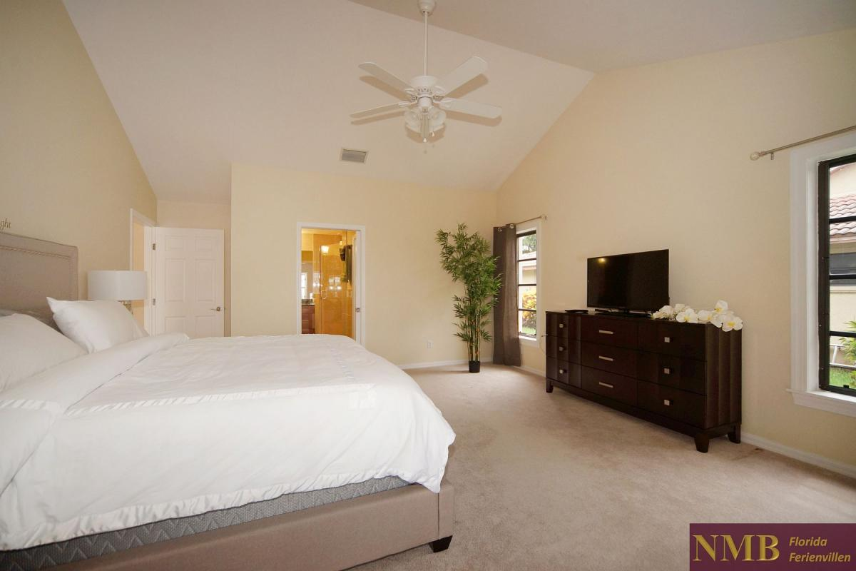 Ferienhaus_Cape_Coral_Stirling-master-bed-01