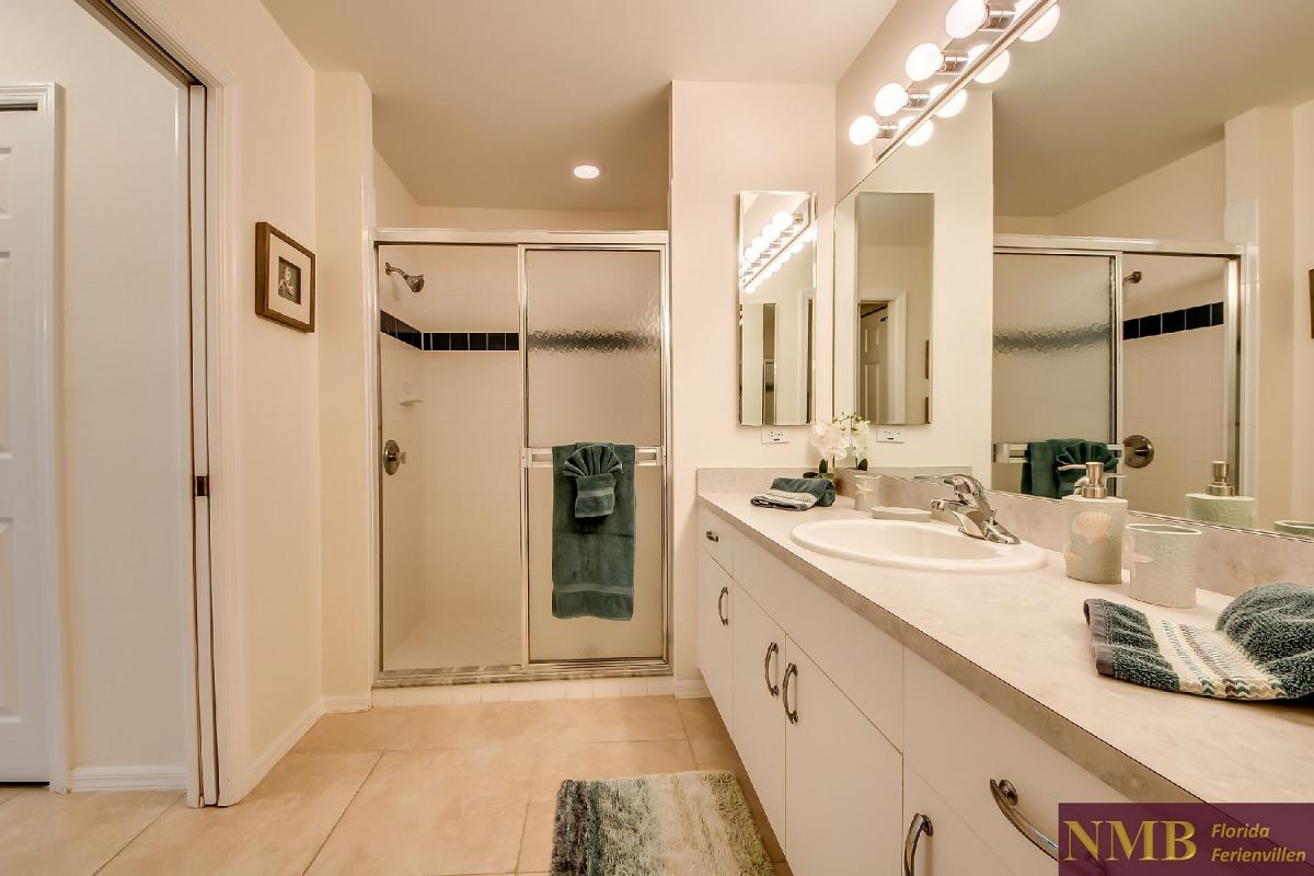 Ferienhaus_Sunset_Cape-Coral-Master_Bathroom_1