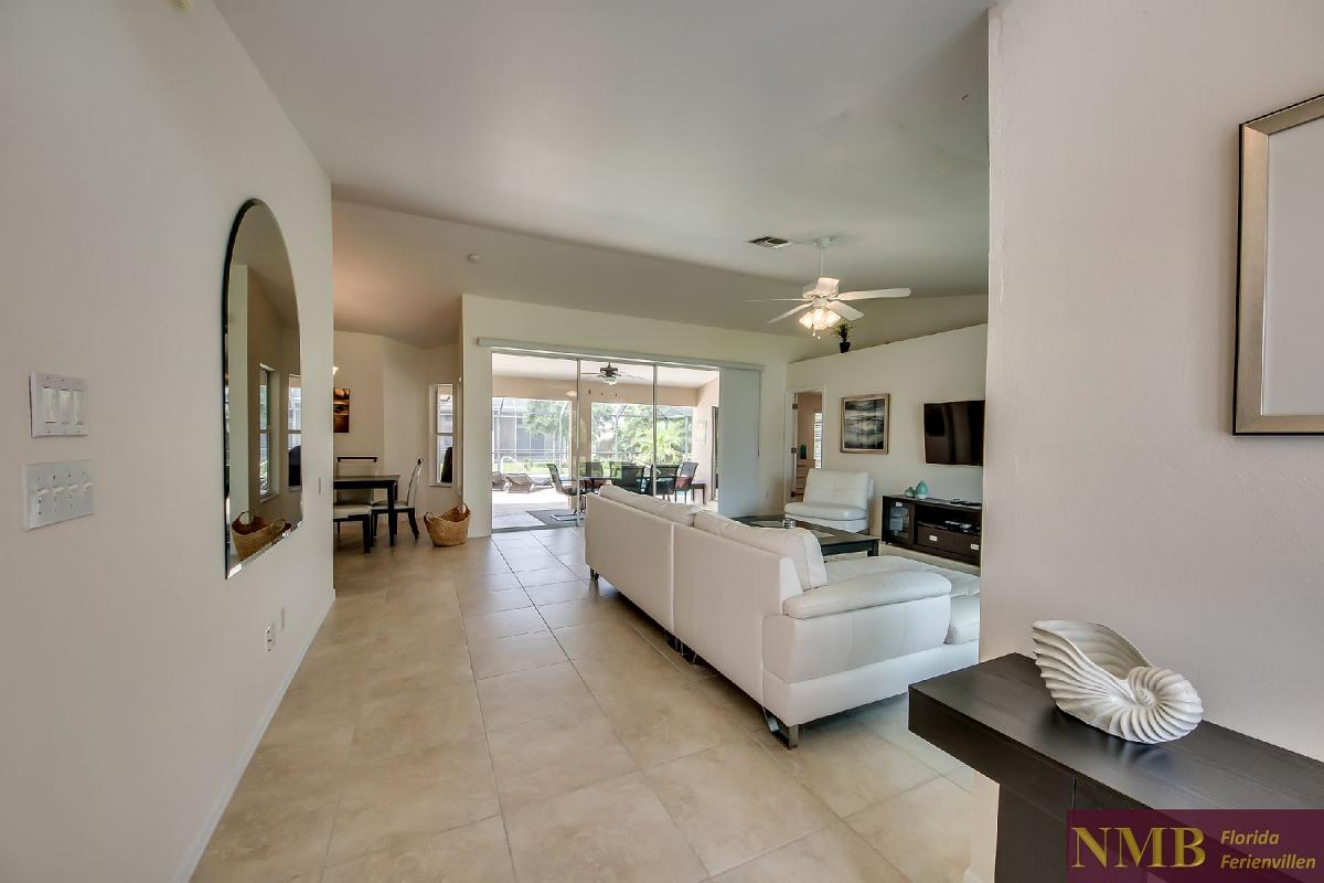 Ferienhaus_Sunset_Cape-Coral-View_From_Front_Door