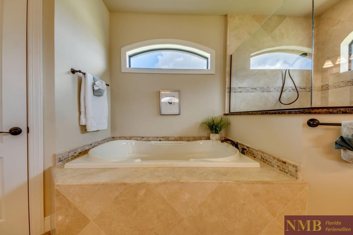 Ferienhaus-Mayflower_Master_Bathroom_1