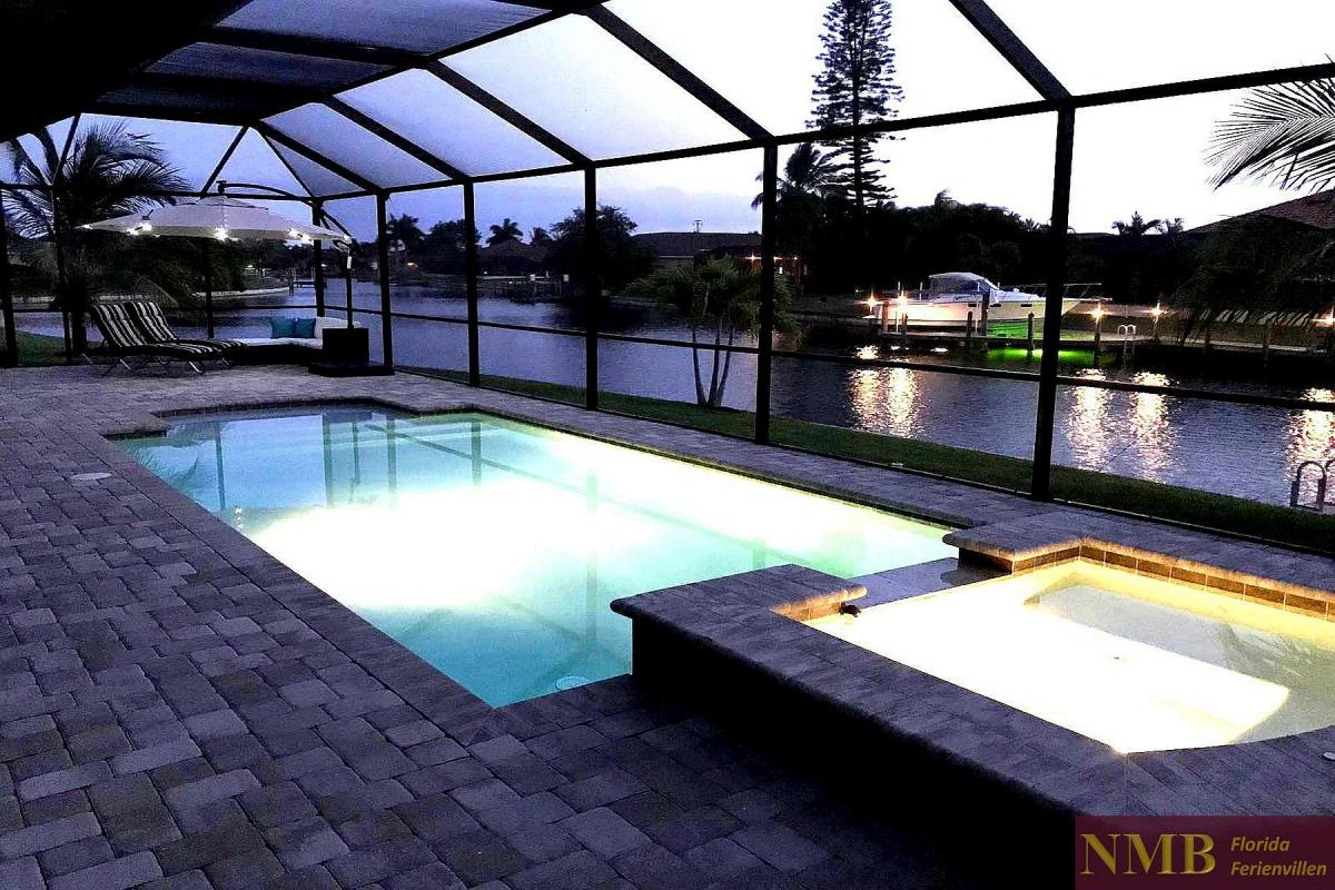 Ferienhaus-Mayflower_Pool_night