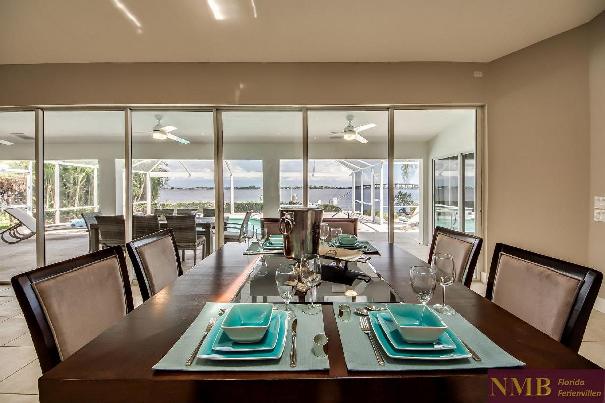 Vacation_Rental_River_Pearl_Dining_area