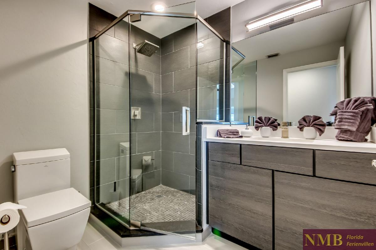 Vacation_Rental_River_Pearl_Guest_Bathroom