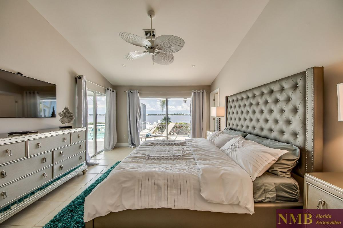 Vacation_Rental_River_Pearl_Master_Bedroom_3