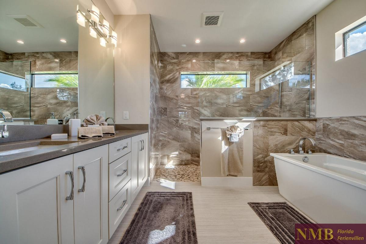 Ferienhaus_Clifton_Bay_Master_Bathroom