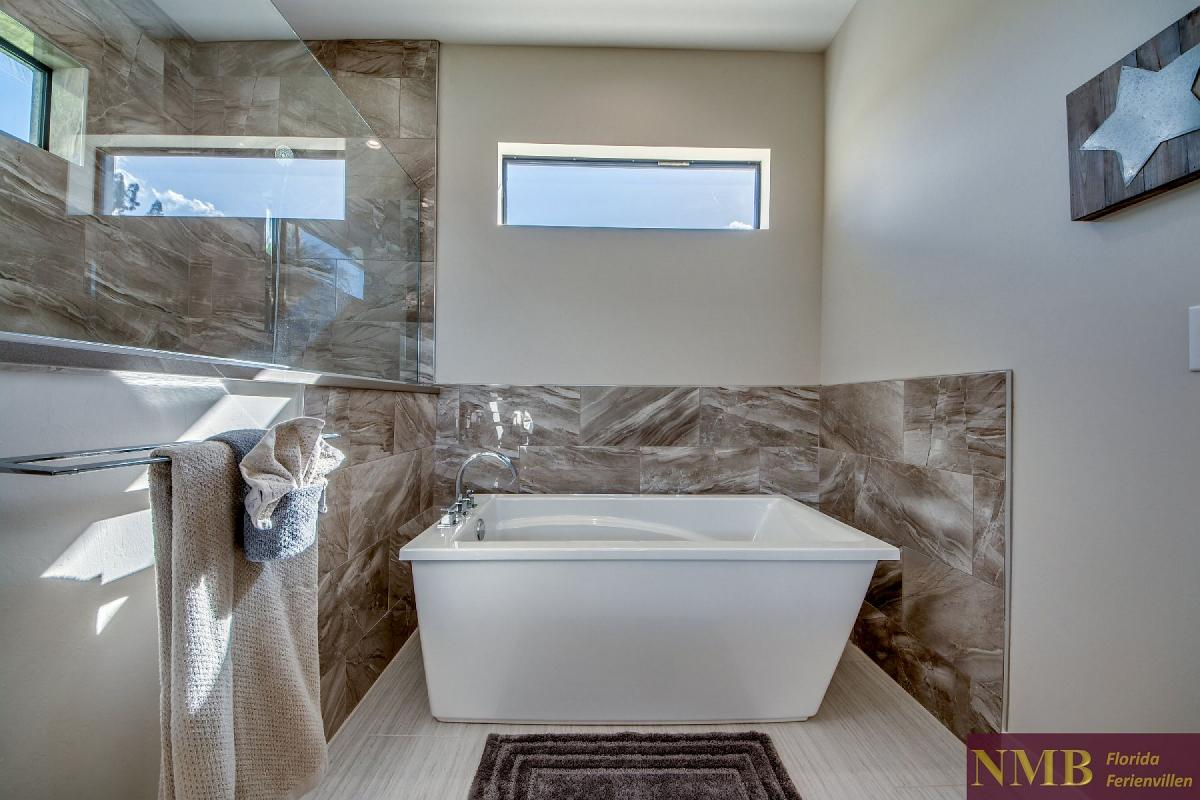 Ferienhaus_Clifton_Bay_Master_Bathroom_1