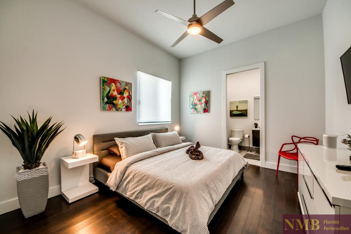 Vacation-Rental-Cape-Coral-Next-Level_3rd_Bedroom_1