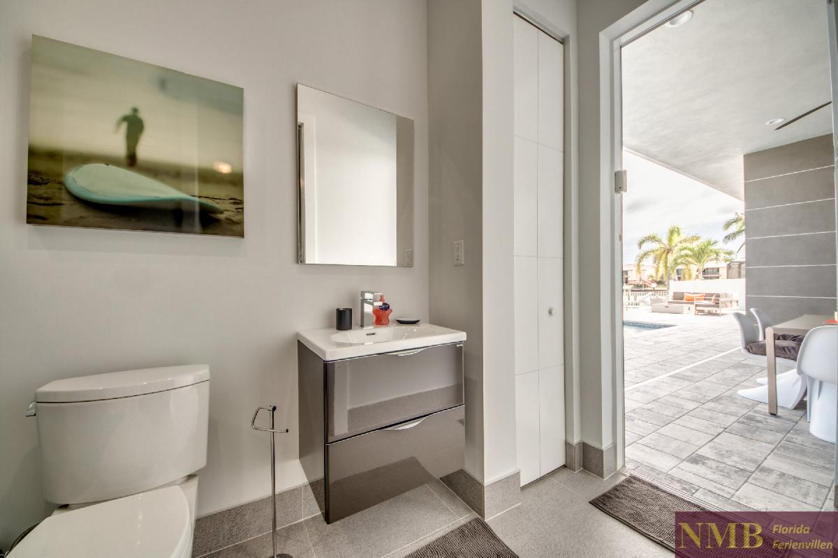 Vacation-Rental-Cape-Coral-Next-Level_3rd_Bedrooms_Bathroom