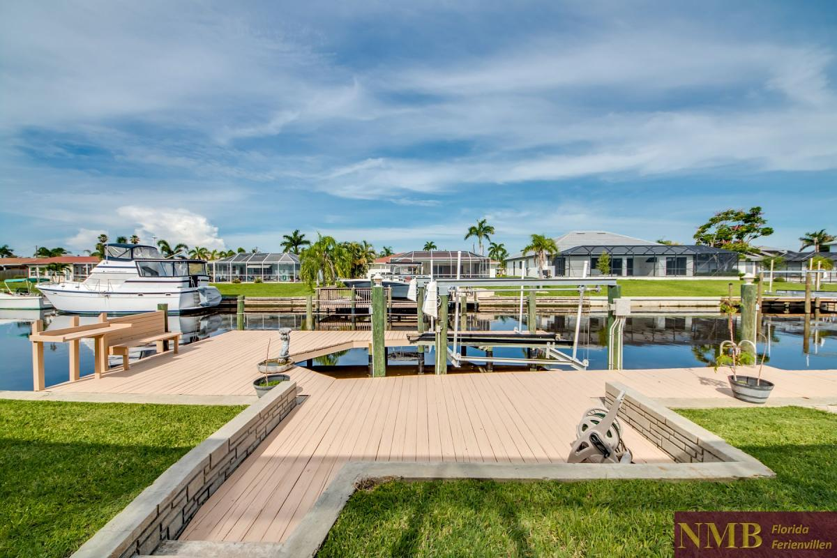 Ferienhaus-Serenity-Florida_Back_Yard_and_Dock_1