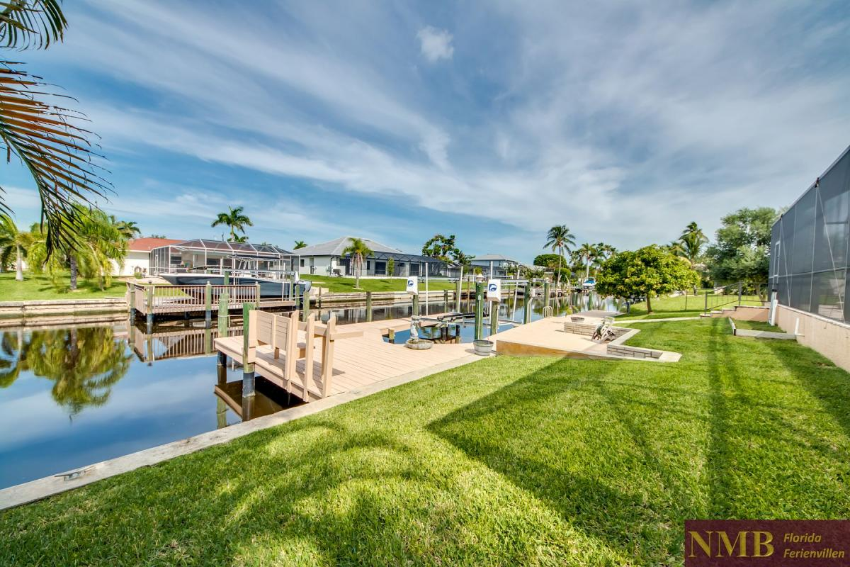 Ferienhaus-Serenity-Florida_Back_Yard_and_Dock_2