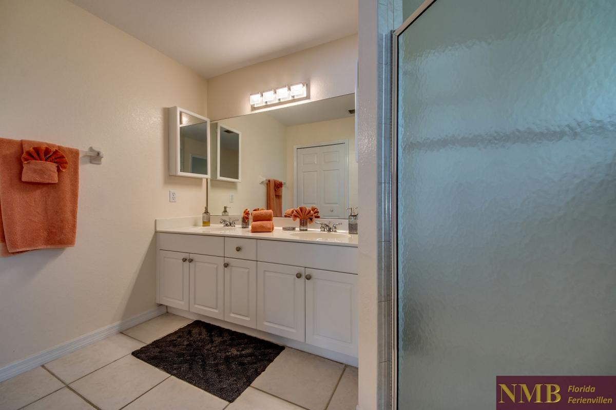 Ferienhaus-Florida-Orange-Blossom_Master_Bathroom_1
